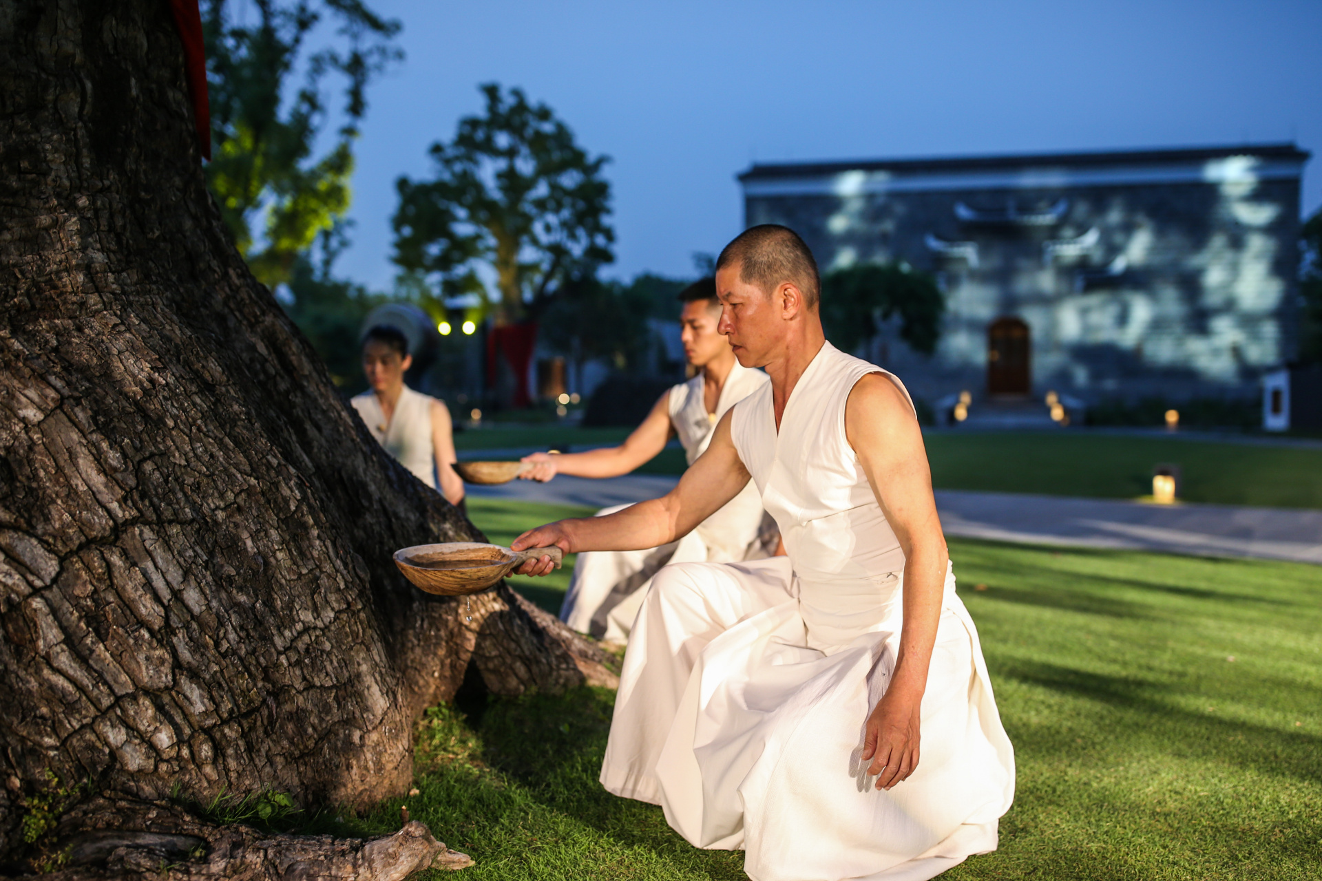 Nourishing-the-King-Tree-with-water-1_Of